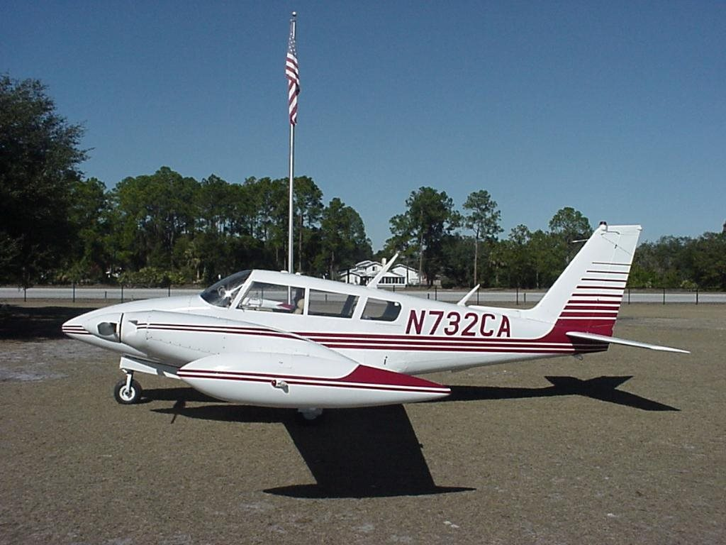 1966 Piper PA-30 Twin Comanche CR